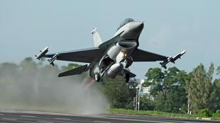 Les Américains ont finalisé récemment un contrat d'achat massif de 66 chasseurs F-16 de nouvelle génération, pouvant être porté à 90 appareils.