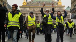 Manifestation de «gilets jaunes» en face de l'Opéra de Paris, le 1er décembre 2018.