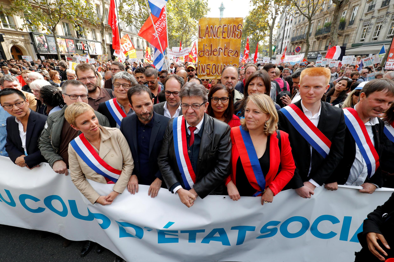 Jean-Luc Mélenchon (C) and Benoît Hamon (L) on Saturday's demonstration