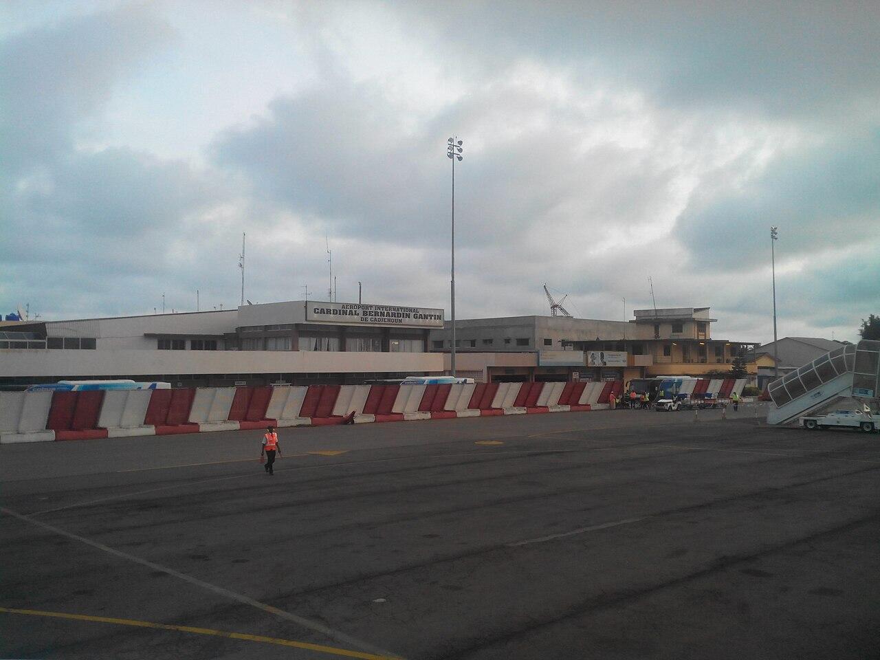 IMAGE Le tarmac de l'aéroport de Cotonou, au Bénin.