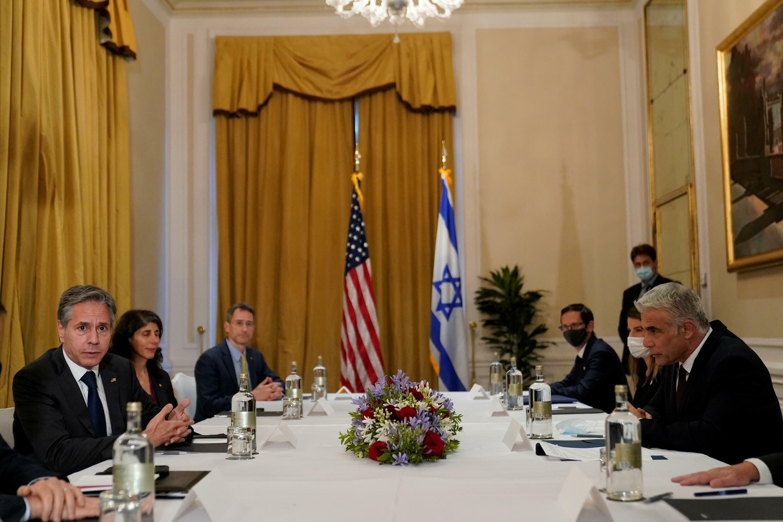 El secretario de Estado de EEUU, Antony Blinken, a la izquierda, y su homólogo de Isarel, Yair Lapid, a la derecha, durante una reunión en Roma el 27 de junio de 2021