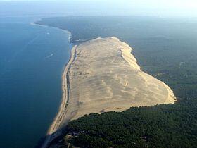 """法國波爾多濱海城市阿卡雄附近海邊的人類世界保護遺產""""匹拉沙丘 (Dune de Pilat) """",也是歐洲最高的沙丘。"""