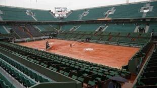 Cancha desierta en Roland Garros, este 30 de mayo de 2016.