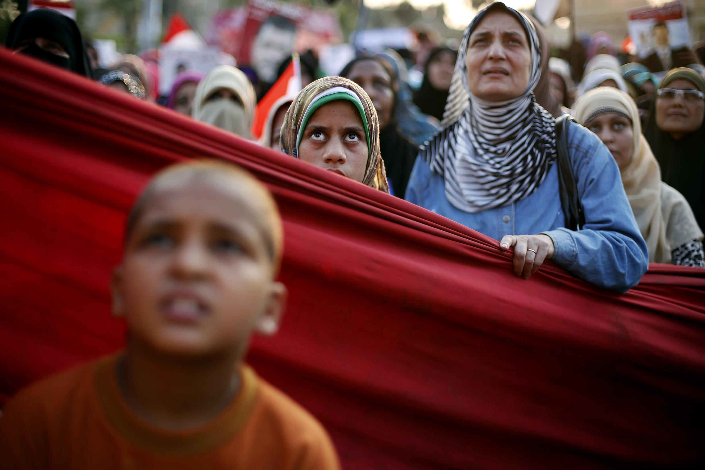 Des partisans de Morsi manifestent contre le gouvernement de transition.