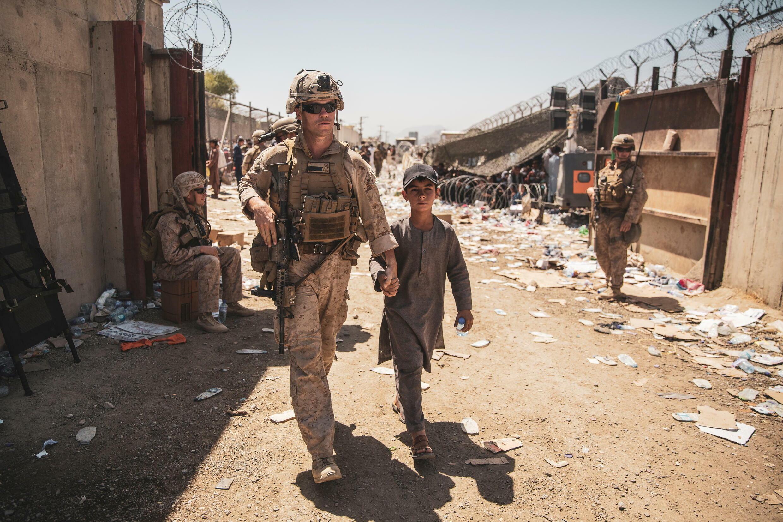 US - marine - Afghanistan - Kaboul - aéroport - enfant