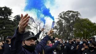 Des agents de la police de la province de Buenos Aires manifestent pour demander une augmentation de leurs salaires et de meilleures conditions de travail à La Matanza, province de Buenos Aires, Argentine, le 9 septembre 2020.