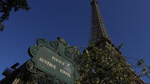 На Эйфелевой башне погасят огни в память жертв нападений в Лас-Вегасе и Марселе