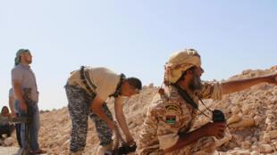 Des combattants des forces progouvernementales progressant vers Syrte, le 10 juin 2016.