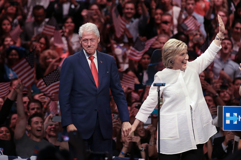 Bà Hillary Clinton và phu quân Bill Clinton tại Brooklyn, 07/06/2016.