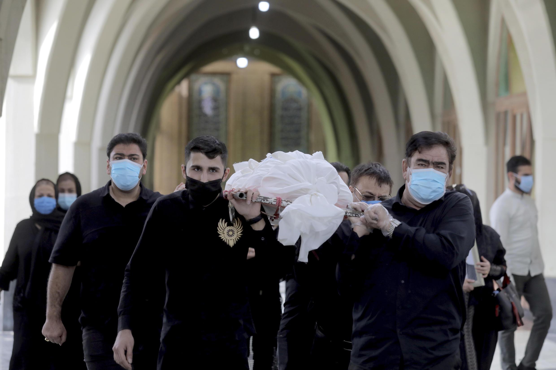 وزارت بهداشت ایران، روز چهارشنبه ۲۱ آبان، اعلام کرد که در شبانه روز گذشته، ١١ هزار و ٧٨۰ بیمار جدید مبتلا به کرونا شناسایی شده اند و ۴۶۲ نفر نیز جان باخته اند.