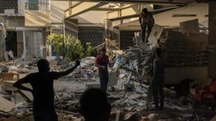 Dans un pays en pleine crise économique et politique, les Libanais ne peuvent compter  que sur l'aide internationale pour reconstruire la ville de Beyrouth, quatre mois après la double explosion qui a ravagé la capitale.
