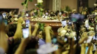 La dépouille de l'ancien président péruvien Alan Garcia arrive au siège de son parti après son suicide. Lima, le 17 avril 2019.