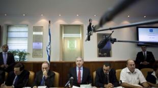 Netanyahu, en su reunión semanal de gabinete, donde presentó la propuesta norteamericana para congelar la colonización.