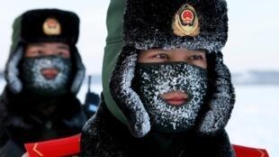Китайские пограничники в Мохэ (провинция Хэйлунцзян) у границы с Амурской областью.