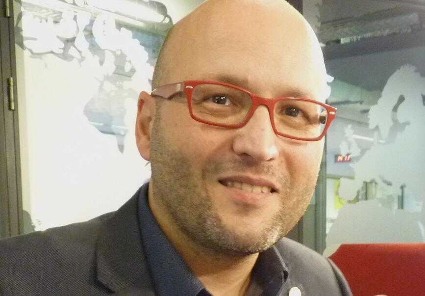 Enrique Mazzola en los estudios de RFI.