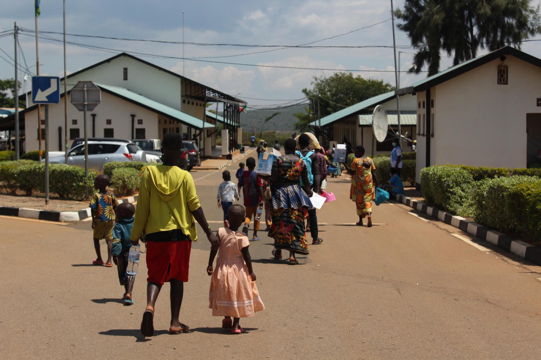 Kundi la wakimbizi wa Burundi, wakiwa katika eneo la Nemba.