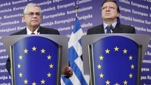 Le Premier ministre grec, Lucas Papademos aux côtés du président de la Commission, Jose Manuel Barroso.