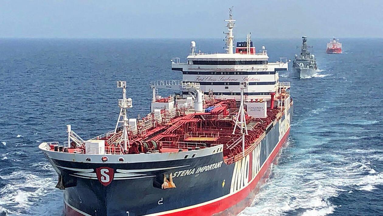 """نفتکش Stena Important,  توسط ناوگان """"اچاماس مونتروز """" بریتانیایی در تنگه هرمز اسکورت میشود. ٢۵ ژوئیه ٢٠۱٩"""