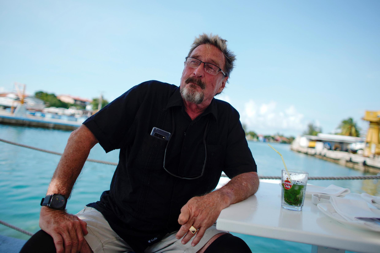 L'excentrique et sulfureux millionnaire américain John McAfee s'est déclaré candidat pour la Maison Blanche depuis La Havane, où il a accosté avec son yacht.