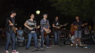 Les Wicked Straps en concert un samedi soir dans Washington Square Park.