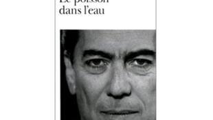 Tapa del libro de Mario Vargas Llosa, 'Le Poisson dans l'eau'