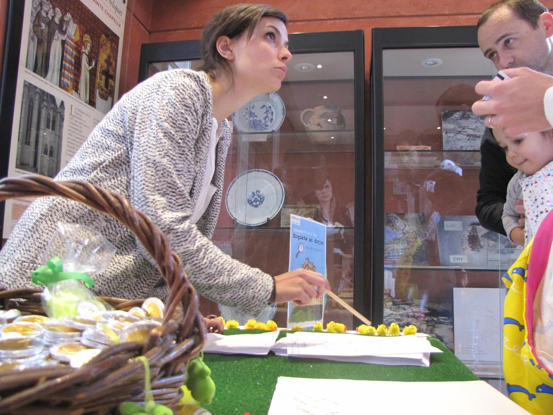 Сандра Верн объясняет правила игры, Венсенский замок, 20 апреля 2014 г.