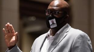 Philonise Floyd, le frère de George Floyd, témoigne devant la commission judiciaire de la Chambre des représentants, à Washington, le 10 juin 2020.