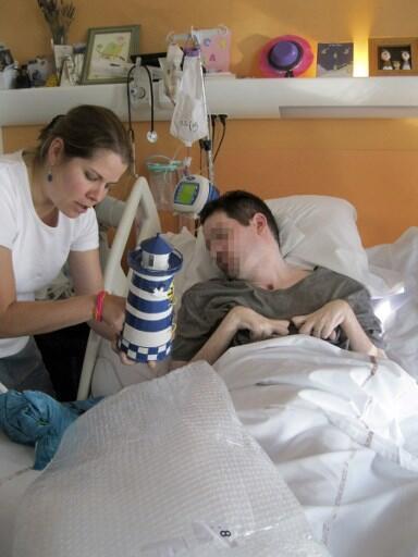 Uma foto tirada em 28 de setembro de 2014 pelos pais de Vincent Lambert (R) e liberada por seu advogado Jean Paillot.