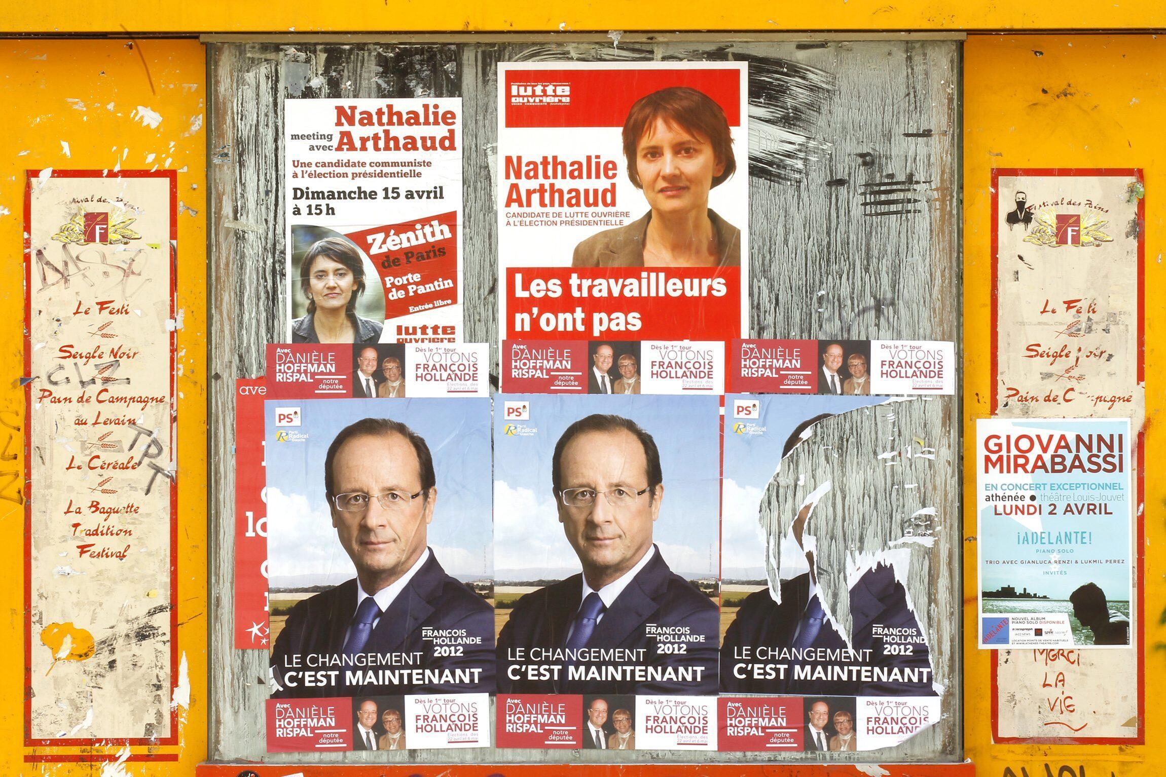 Elecciones presidenciales 2012: carteles de la campaña electoral en Francia.