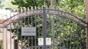 """در ادامه فشارها بر کلیساهای ایران، کلیسای """"حضرت پطرس"""" درهای خود را بروی نوکیشان مسیحی فارسیزبان بسته است."""
