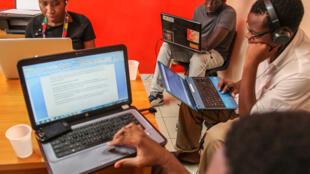 Dans les locaux de By Filling, entreprise «incubée» au CTIC de Dakar, en 2014.
