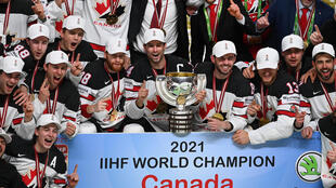 Les Canadiens champions du monde après leur victoire en finale face aux Finlandais, à Riga, en Lettonie, le 5 juin 2021