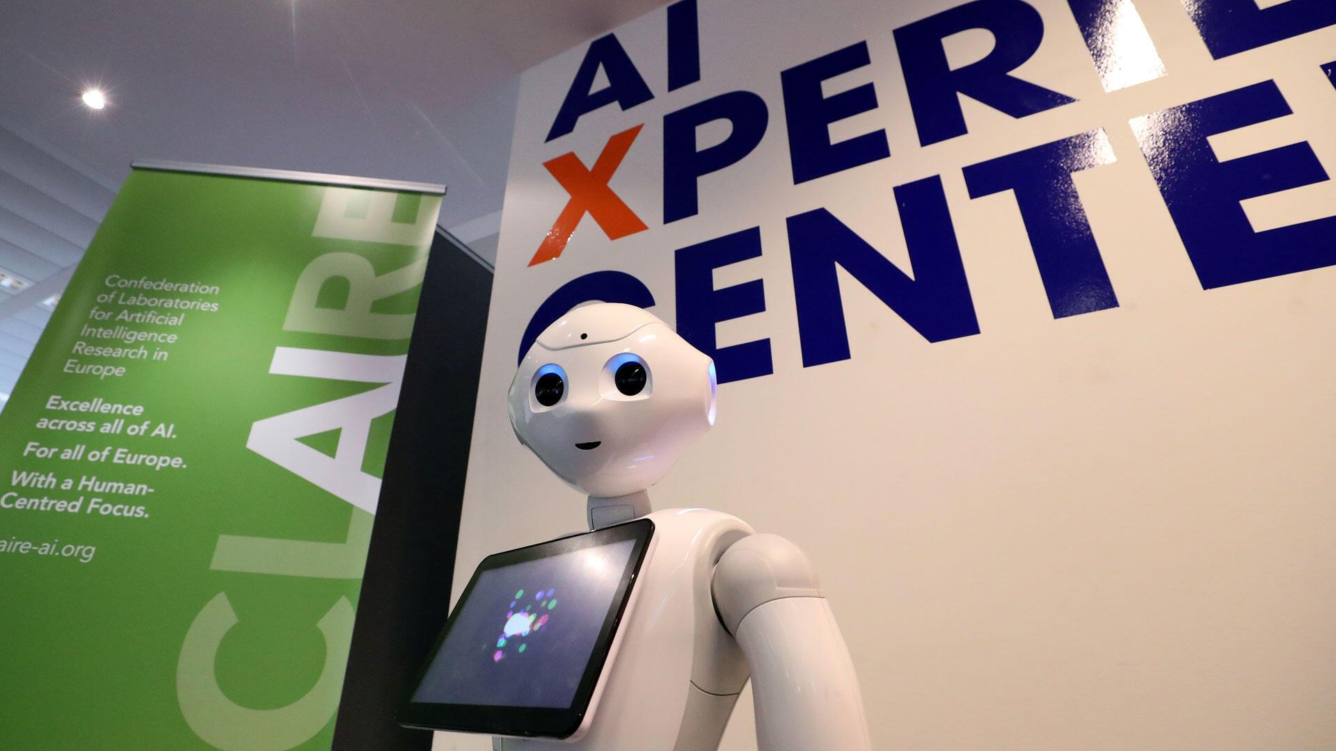 មនុស្សយន្ត មានបំពាក់បច្ចេកវិទ្យាបញ្ញាសប្បនិម្មិត «Artificial Intelligence Xperience» របស់សាកលវិទ្យាល័យ Vrije នៅព្រុចសែលប្រទេសប៊ែលហ្សិក