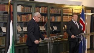 Церемония, на которой глава МИДа Исландии Оссур Скарпединссон (П), в присутствии палестинского коллеги Рияда аль-Малки объявляет о признании Исландией палестинского государства. Рейкьявик 15/12/2011