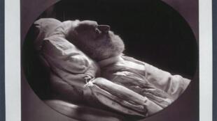维克多 雨果1855年5月22日病逝在床上的情景