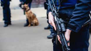 L'opération de police à Molenbeek a duré trois heures ce vendredi 18 mars. Elle a abouti à l'arrestation de cinq personnes.