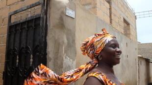 Quartier Djiddah Thiaroye Kao à Pikine, Dakar, les femmes se sont organisées en groupement pour reconstruire leurs logements.