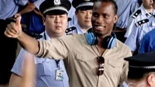Le footballeur ivoirien Didier Drogba acclamé à son arrivée à Shangaï, le 14 juillet 2012.