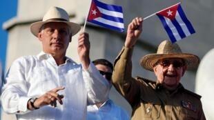 Miguel Díaz-Canel e Raúl Castro, em 1° de maio de de 2019 em Havana, Cuba.