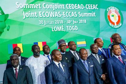 Shugabannin kasashen Afrika yayin taron kungiyar ECOWAS da ke gudana a birnin Lome na kasar Togo.