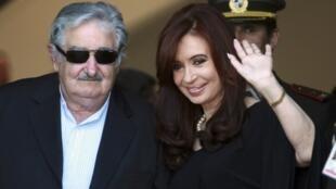 La présidente argentine Cristina Kirchner et son homologue uruguayen José Mujica, le 20 décembre 2011.