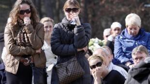 Homenagem desta quarta-feira às vítimas do acidente de ônibus na Suíça, em cerimônia  realizada em Lommel, na Bélgica.