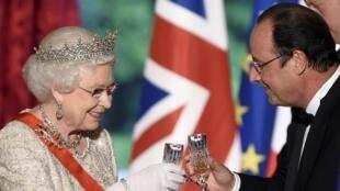 La reine a porté un toast au peuple français lors du dîner à l'Elysée. Paris, le 6 juin 2014.