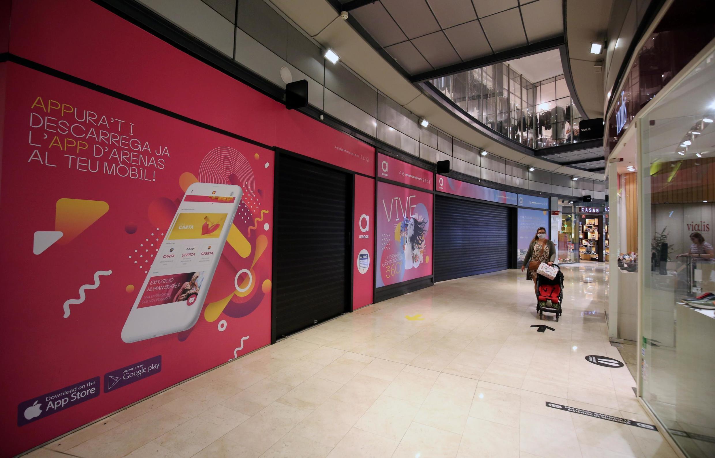 Les centres commerciaux catalans ont dû fermer leurs portes, à l'exception des boutiques ayant une sortie directe sur la rue qui peuvent ouvrir.