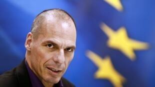 Ministro das finanças da Grécia, Yanis Varoufakis, volta à mesa de negociações sobre reforma grega na quarta-feira (11).