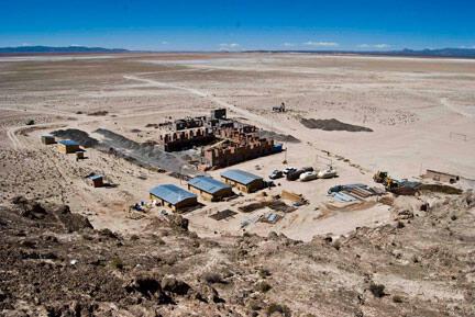 En pleno desierto, una planta piloto de extracción de litio financiada por el estado Boliviano