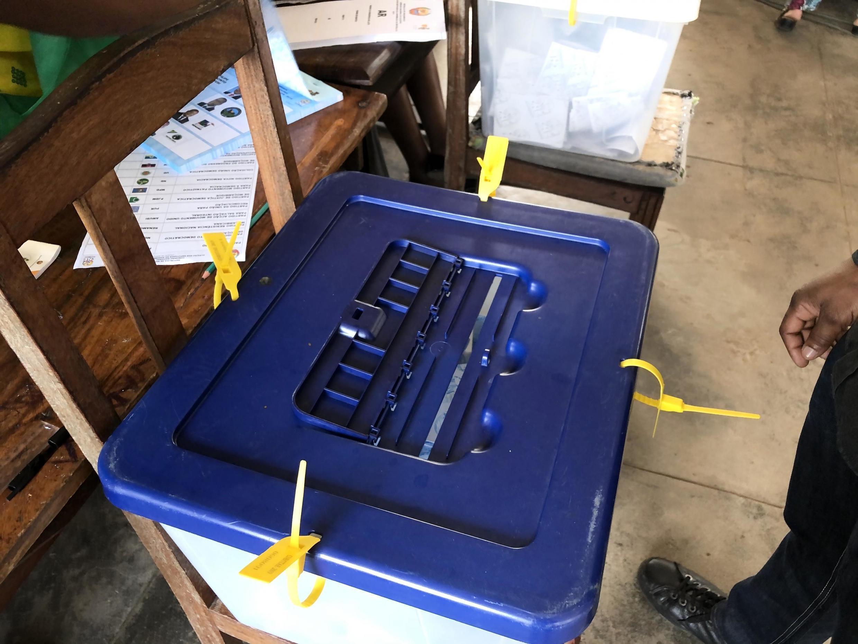 Urna de votação nas últimas eleições gerais de Moçambique