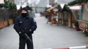 Polícia alemã finalizou as investigações no mercado de Natal alvo de um atentado em Berlim na segunda-feira (19).