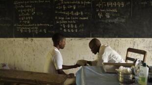 Prueba del VIH en un colegio de Tabligbo, en Togo.
