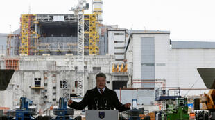 El presidente ukrainiano Petro Prochenko pronuncia un discurso durante la commemoración en Tchernobyl de los 30 años de la catástrofe nuclear, el 26 avril 2016.